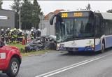 W Balicach autobus zderzył się samochodem osobowym. Są ranni