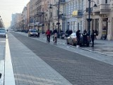 Nowe zasady wjazdu i postojów na deptaku ul. Piotrkowskiej. Posypały się pouczenia, poszły w ruch blokady na koła