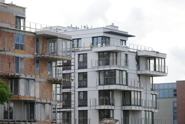 W Warszawie wzrósł popyt na mieszkania parterowe. Eksperci: to efekt pandemii