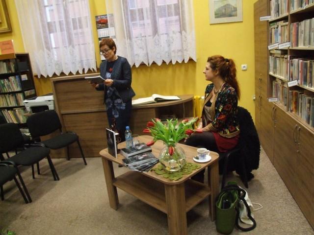 """Natalia Zacharek w chełmińskiej bibliotece promowała swoje wydawnictwo """"Kociewskie demony ludowe"""""""