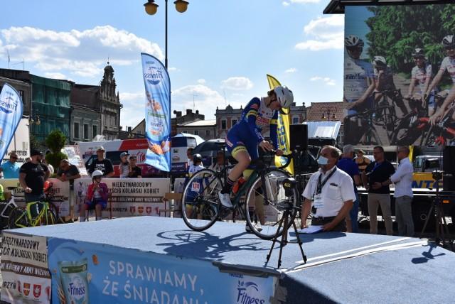 """Start II Międzynarodowego Wyścigu Kolarskiego Elity Kobiet ,,Śladami Królewny Anny Wazówny"""" w Golubiu-Dobrzyniu w jeździe indywidualnej"""