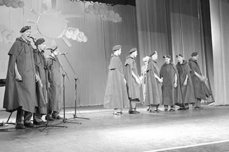 Artyści  zespołu z białostockiego DPS przygotowali piosenki żołnierskie.  Olgierd Górny