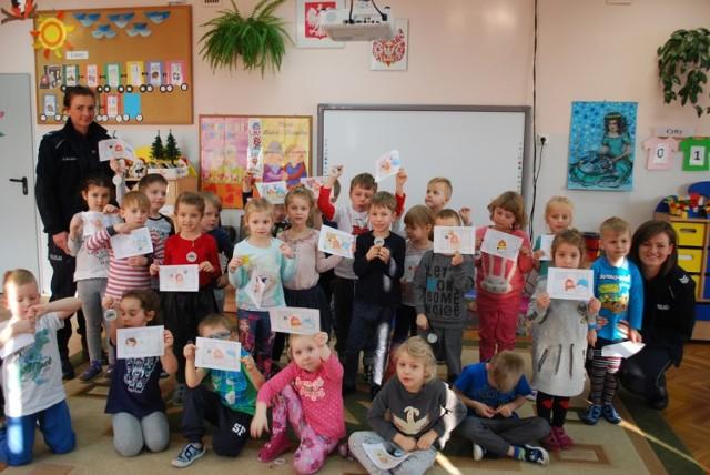 Międzynarodowy Dzień nr 112 - policjanci odwiedzili przedszkole