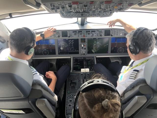 Lecieliśmy na pokładzie nowego samolotu Airbus A220 Air Baltic [FOTOGALERIA, WIDEO] Czy LOT kupi ten oszczędny mały samolot do 150 miejsc??