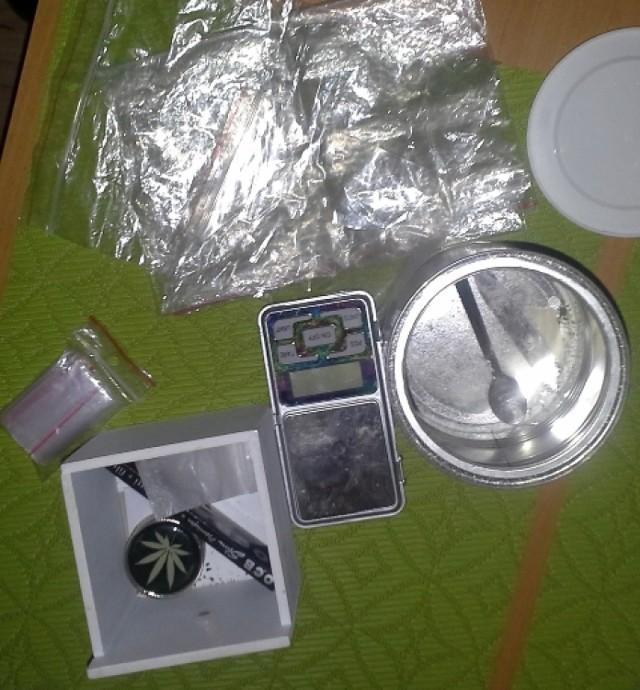 Śrem: policja zatrzymała handlarza narkotyków oraz jego dostawcę