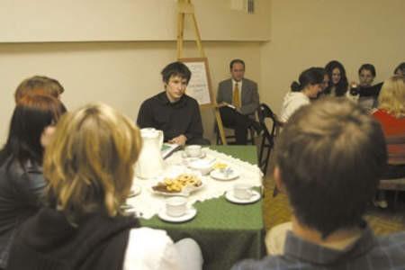 Dawid Markiewicz podczas swojego wieczoru poetyckiego.