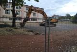 Koparki wjechały już na teren Gimnazjum nr 2 w Nowej Soli