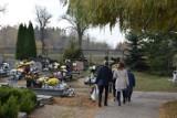 Na Łapiszewie mieszkańcy odwiedzają groby bliskich ZDJĘCIA