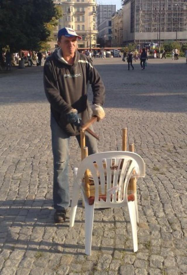 Paweł w trakcie pracy