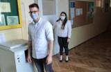 """Matura 2021 z języka angielskiego. W """"Technikum na Maja"""" w Starachowicach maturzyści zadowoleni są z egzaminu"""