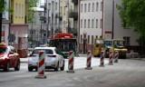 Zmiany w ruchu na przebudowywanej ul. Lipowej. Od poniedziałku kierowcy dostaną trochę więcej miejsca na jezdni