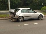 Zdjęcia z wypadku w Wejherowie. W pobliżu centrum handlowego betoniarka zderzyła się z osobówką