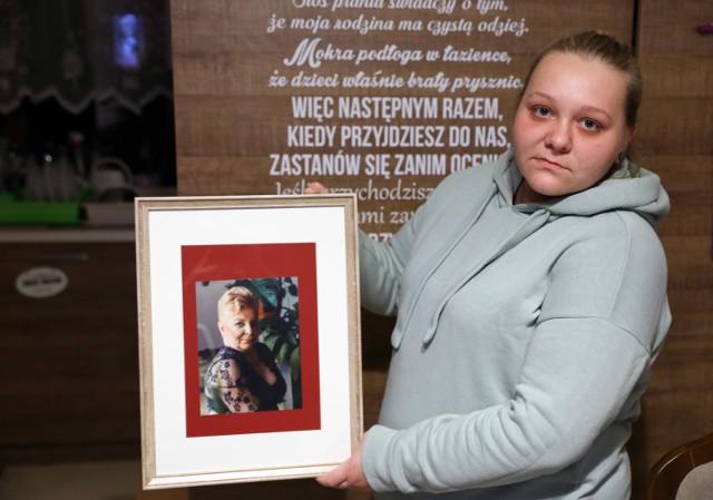 Piotrków, koronawirus: 48-letnia pielęgniarka, zmarła, bo czekała na wynik testu na Covid-19. Córka i partner pani Ewy Osieczkowskiej  będą składać zawiadomienie do prokuratury