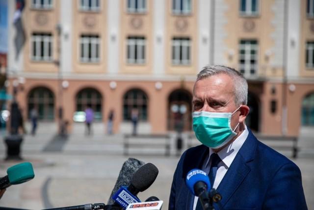 Aby wyjaśnić wszystkie  powiązania ministra zdrowia oraz jego żony z firmą Necor i nie mając wątpliwości co do sposobu postępowania prokuratury zwrócimy do NIK o przeprowadzenie kontroli w tej sprawie  - zapowiedział Robert Tyszkiewicz.