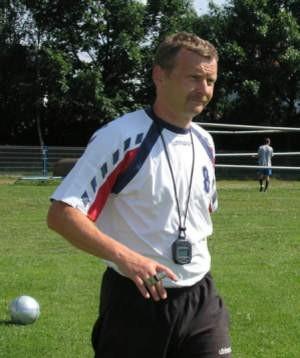 Trener Piotr Mandrysz z zespołem Beskidu wykonał dobrą pracę i jest bliski utrzymania drużyny w lidze.