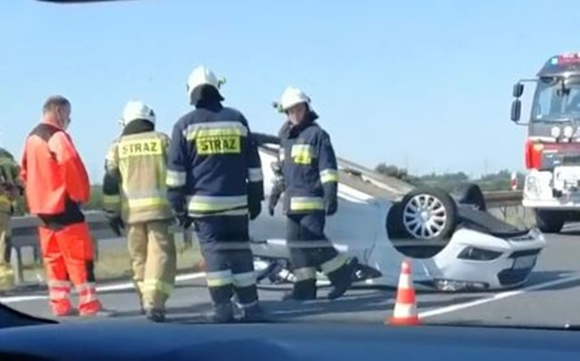 Wypadek na autostradzie A4 w Gliwicach  Zobacz kolejne zdjęcia. Przesuwaj zdjęcia w prawo - naciśnij strzałkę lub przycisk NASTĘPNE