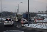 Prace przy budowie ronda na skrzyżowaniu Podmiejskiej i Wyszyńskiego w Kaliszu chwilowo wstrzymane ZDJĘCIA