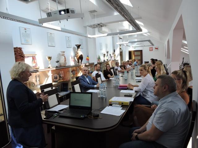 Spotkanie w urzędzie miasta z przedstawicielami organizacji pozarządowych  i przedsiębiorcami