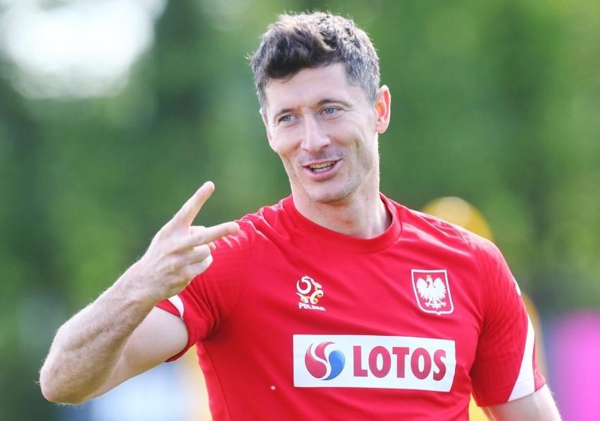 Robert Lewandowski, kapitan reprezentacji Polski podczas...