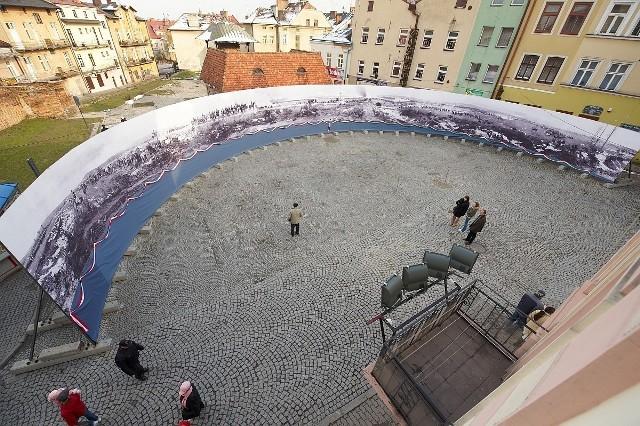 Replika prezentowana była w Tarnowie przez niespełna rok. Potem wyruszyła na Węgry