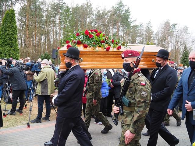 Krzysztof Krawczyk spoczął na cmentarzu w Grotnikach