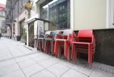 Restauratorzy w Katowicach już szykują ogródki gastronomiczne. Kafej ma już ogródek, na Mariackiej budują. Będą otwierane od 15 maja