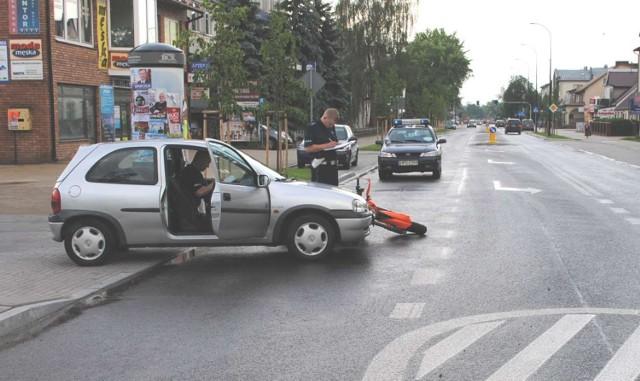 Biłgoraj - wypadek w centrum miasta - policjanci ustalają okoliczności zdarzenia.