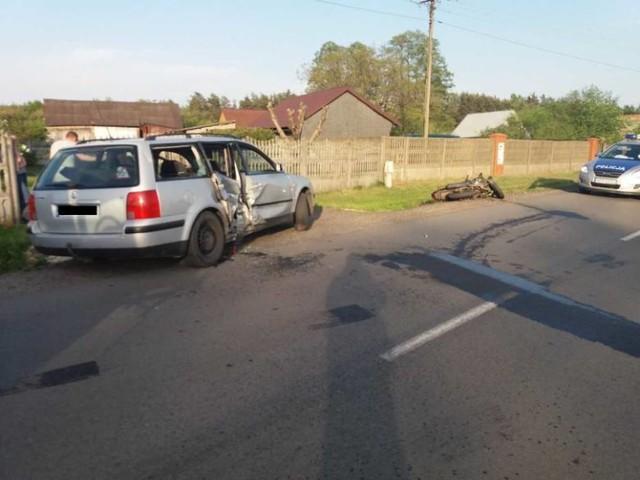 Motocyklista w ciężkim stanie – z obrażeniami czaszki i  obrzękiem mózgu został przetransportowany do szpitala im. Mikołaja Kopernika w Łodzi.