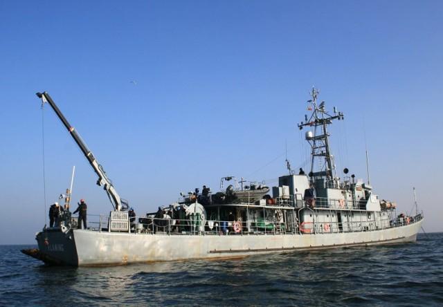 """W operacji wydobycia poniemieckich torped z okresu ostatniej wojny światowej uczestniczył  trałowiec ORP """"Śniardwy"""" oraz niszczyciel min ORP """"Flaming"""".  Fot. materiał MW RP"""