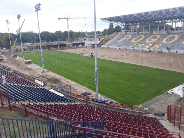 Na stadionie Pogoni murawa była wymieniana od lipca do września 2020 r.