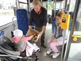 Europejski Dzień Bez Samochodu w Wagrowcu - pasażerowie miejskich autobusów otrzymali owoce!