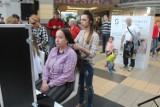 150 osób ścięło włosy w SCC. Powstanie z nich nawet 30 peruk dla chorych dzieci ZDJĘCIA