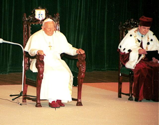 W niedzielę 2 kwietnia przypada 12. rocznica śmierci św. Jana Pawła II. Torunianie mieli zaszczyt gościć u siebie papieża Polaka w 1999 roku. Sześć lat później tłumy mieszkańców żegnały Jana Pawła II. W 2014 roku Toruń świętował jego kanonizację.  Co wiesz o Janie Pawle II? [QUIZ]