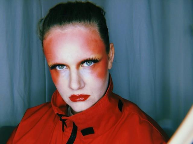 """Gísladóttir dołączyła do formacji Múm w 2007 roku, kiedy zespół nagrywał materiał na """"Go Go Smear the Poison Ivy"""" – jedną ze swoich najlepszych płyt. Wokalistka poświęciła formacji (znanej choćby z piosenek """"Green Grass Of Tunnel"""" czy """"They Made Frogs Smoke Til They Exploded"""") wiele swojego czasu, w pełni angażując się w jego działalność koncertowa i wydawniczą."""