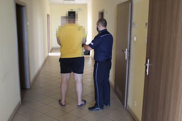 Mieszkaniec gminy  Zduńska Wola został zatrzymany przez policję za posiadanie sporej ilości marihuany