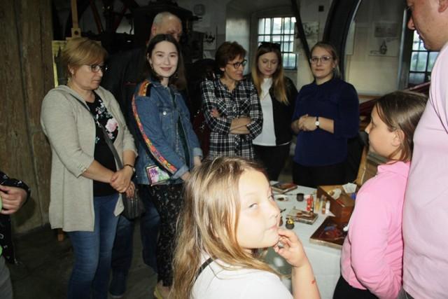 Noc Muzeów w Muzeum Historii Przemysłu w Opatówku. Placówkę odwiedziło ponad 1000 osób
