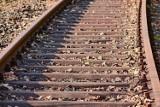 Tragedia na torach w Gorzycach. Mężczyzna śmiertelnie potrącony przez pociąg. Na miejscu pracuje policja. Wstrzymano ruch pociągów