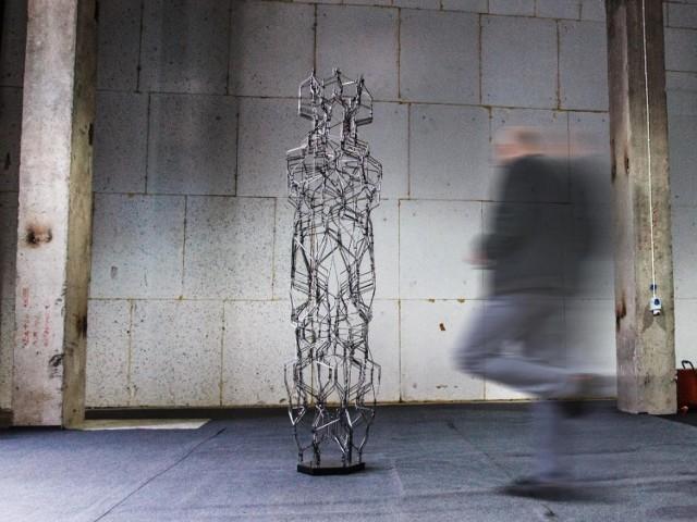 W nowym kulturalnym miejscu na mapie Poznania pojawią się: ANNA VR - Anne Zhilyaeva, mieszkająca w Zurichu Maria Śmigielska, której prace to połączenie architektury, sztuki i technologii, Krzysztof Gryzka - artysta rzeźbiarz, zaintrygowany rzeczywistością wirtualną. Na otwarciu OFUTURE zone pojawią się także Natalia Rozmus oraz Wiola Anna Ujazdowska - finalistki konkursu Czapski Art Foundation OPEN CALL.