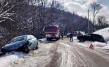 Po zderzeniu dwóch aut w Naściszowej silnik odfrunął kilka metrów od seata