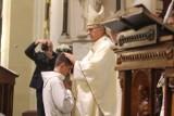 Koronawirus. Arcybiskup Wiktor Skworc ogranicza możliwość uczestnictwa w mszach św. w archidiecezji katowickiej