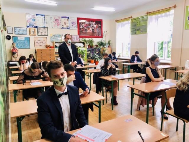 Moment tuż przed rozpoczęciem matury z języka angielskiego w I Liceum Ogólnokształcącym imienia Tadeusza Kościuszki w Busku - Zdroju.