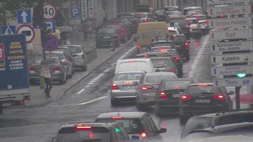 Kierowcy z Kalisza płacą średnio wyższe OC niż kierowcy z Ostrowa Wielkopolskiego. Dlaczego?
