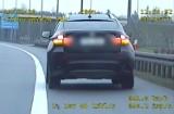 Kujawsko-Pomorskie. Policjanci z grupy SPEED zapobiegli tragedii na autostradzie. Z koła bmw wypadły śruby w czasie jazdy [wideo]