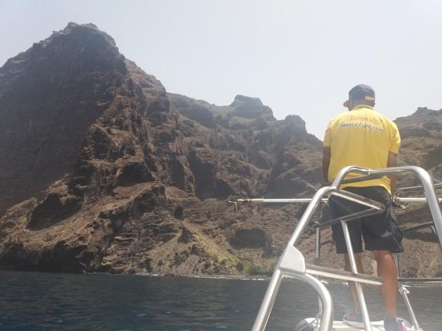 Zatoka przy wulkanicznym nabrzeżu. Teneryfa.