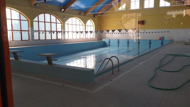 Basen w Chełmnie jest nieczynny i taki pozostanie minimum do jesieni