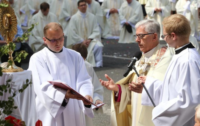 Arcybiskup Wiktor Skworc skierował słowo Boże do górników