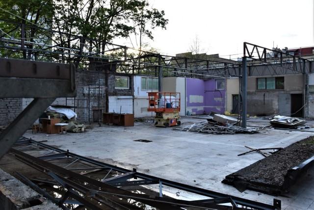 Rozbiórka dawnego sklepu Tesco przy ul. Łąkowej w Opolu. W jego miejsce powstanie Tomi Markt
