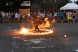 Wiatr od morza 2021. Wakacyjny festyn w Karwieńskich Błotach. Strażacy, kaszubskie kuchy i wirujący ogień. To była zabawa! | ZDJĘCIA