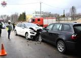 Czołowe zderzenie pod wiaduktem na wyjeździe z Kraśnika. Kilka osób trafiło do szpitala