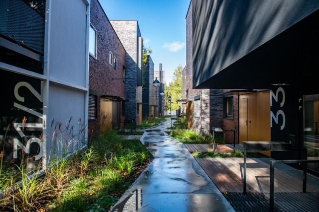 Najpiękniejsze obiekty architektoniczne zrealizowane w 2020 roku w Poznaniu zachwycają mieszkańców miasta. Niedługo zostanie wyłoniony zwycięzca. Przedstawiamy naszym Czytelnikom finałowe projekty, który najbardziej zachwyciły jury.  Zobacz kolejny budynek --->